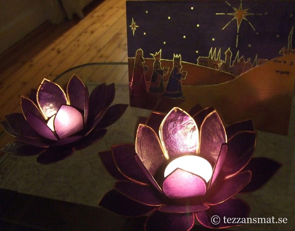 Tända ljus och julkort