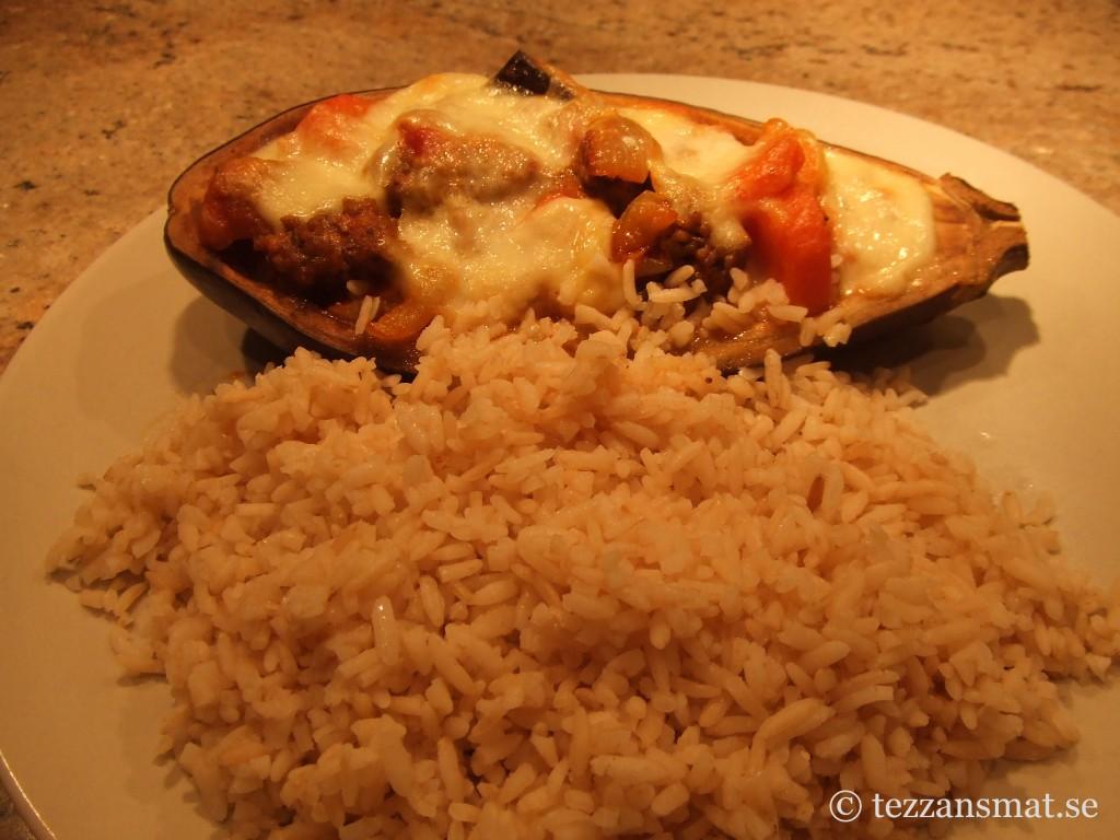 Aubergine med köttfärsröra och ris